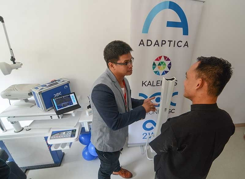 STATE-OF-THE-ART EYE CENTER. An eye doctor demonstrates the Kaleidos diagnostic machine, a new way of testing visual acuity in just seconds at the newly opened ARC Hospitals Eye Center in Barangay Agus, Lapu-Lapu City. (SunStar Photo/Arni Aclao)