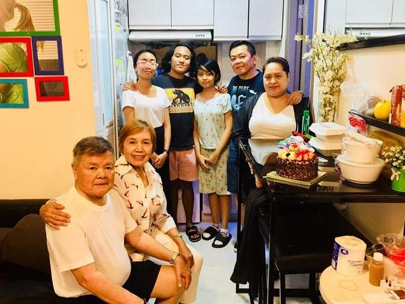 HONG KONG. Relaxing inside our rented apartment are L-R: Rey, the author, Alice Tiglao, Walter, Jada, JB, and Gheni. (Photo by Debb Bautista)