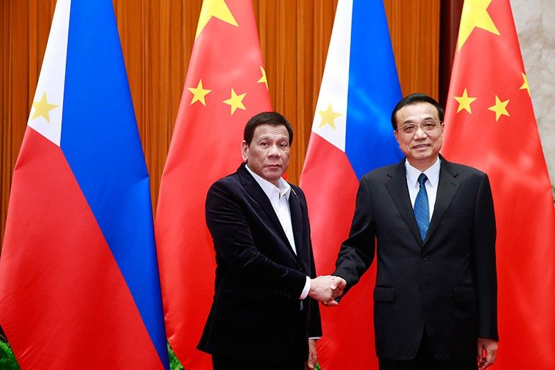 President Rodrigo Duterte, left, and Chinese Premier Li Keqiang pose for a photo during their meeting at the Great Hall of the People in Beijing Friday, August 30, 2019. (AP)