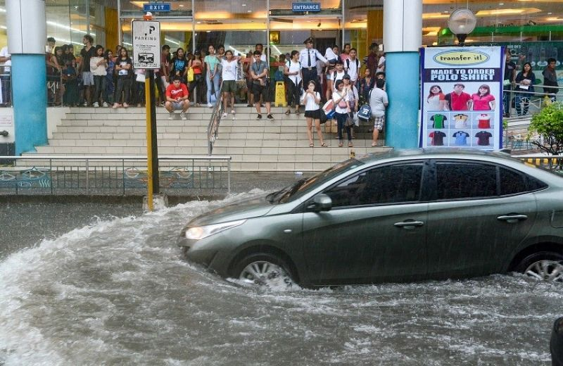 CEBU. Flood on Sanciangko Street, Cebu City. (Photo by Arni Aclao)