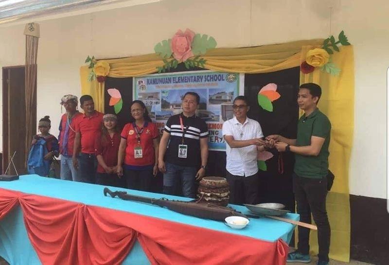 ANG Beato Gioco Lottery Inc. (BGLI) ang usa ka Authorized Agent Corporation (AAC) sa PCSO-Small Town Lottery (STL) mi-turnover ngadto kang Department of Education (DepEd) Davao del Norte Division Superintendent Dr. Rommel Jandayan, og duha ka mga classroom building nga magamit sa Lumad community sa Sitio Kamunuan Brgy. Gupitan, Kapalong Davao del Norte niadtong Agusto 28, 2019. (Pinaambit nga hulagway)