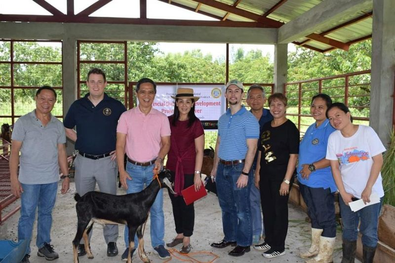 US Agriculture Attache Ryan Bedford (center), Agricultural Counselor to the Philippines Haas Morgan (second from left) and US Embassy official and agriculture specialist Pia Ang (fourth from left) with Provincial Veterinarian Renante Decena (third from left), Provincial Agriculturist Japhet Masculino (left), Farm Management Division Head Dr. Placeda Lemana (third from right) and farm personnel during their visit at the Negros First Ranch in Murcia town Friday. (Contributed photo)