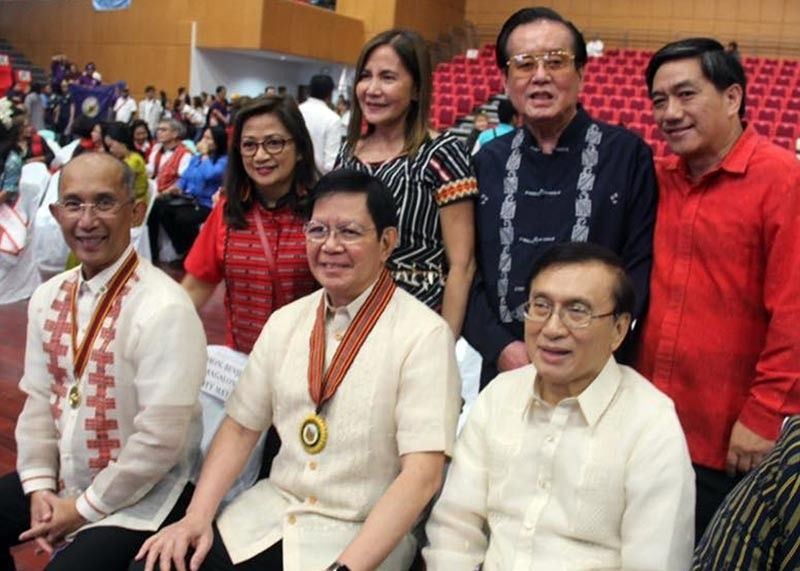 BAGUIO. Senator Panfilo Lacson Jr. poses for posterity with Baguio City Mayor Benjamin Magalong, Congressman Marquez Go, Councilor Mylen Yaranon and Popo Cosalan with former mayor and congressman Bernardo Vergara and Arlene Magalong during the 110th Founding Anniversary of Baguio. (Jonathan Llanes)