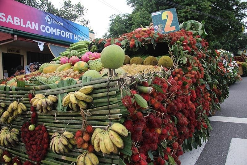 BENGUET. Despite stiff competition from other provinces in Luzon, the Municipality of Sablan in Benguet staged its 5th fruit festival to promote the industry with eight floats parading the town's main road. (Lauren Alimondo)
