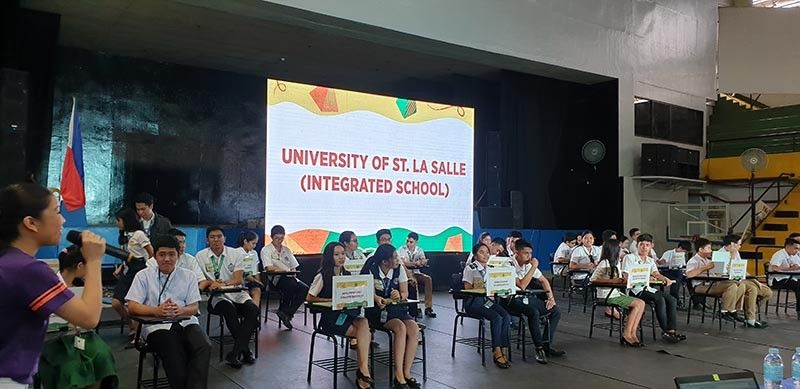 BACOLOD. The participants in the EDC's 4th Battle of the Brains semi-finals held at STI West Negros University. (Carla N. Cañet)