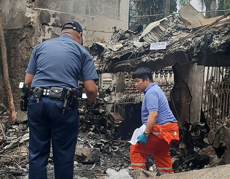 LAGUNA. Investigators inspect a small plane crash site in Laguna, south of Manila, Philippines, Monday, September 2, 2019. (AP)
