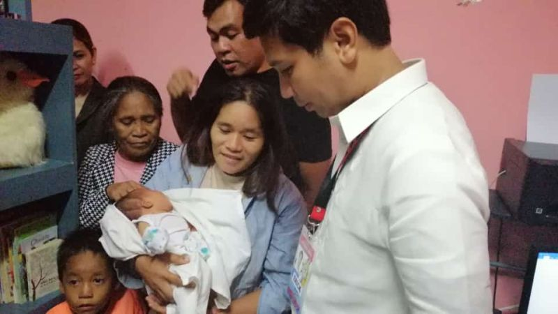 GINGOOG CITY. A mother reunites with her missing baby in Gingoog City on Monday, September 2, 2019. Mayor Erick Canosa and city police chief Lieutenant Colonel Ariel Philip Pontillas turn over the baby after the latter was brought by a concern citizen. (Gingoog CIO)