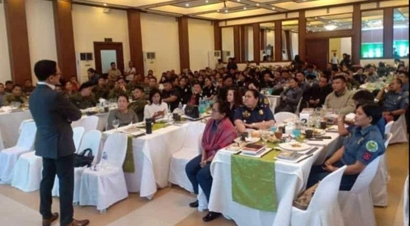 """PAMPANGA. Personnel of Police Region Office-Central Luzon listen to inspirational speaker Francis Kong during the recent seminar dubbed """"Financial Literacy and Start-up Business"""" hosted by Armed Forces and Police Savings and Loan Association (AFPSLAI). (Contributed photo)"""