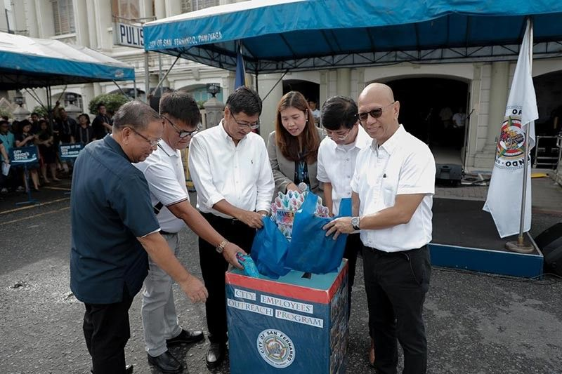 "PAMPANGA. The donation box for the City Employees' Outreach Program is presented on September 2, 2019 at City Hall in time for the launching of the city's observance of Philippine Civil Service Anniversary. In the photo are Mayor Edwin ""EdSa"" Santiago, Vice Mayor Jimmy Lazatin, city councilors Reden Halili and Ariel Carreon, and City Human Resource Management Officer Rachelle Yusi. (Contributed Photo)"