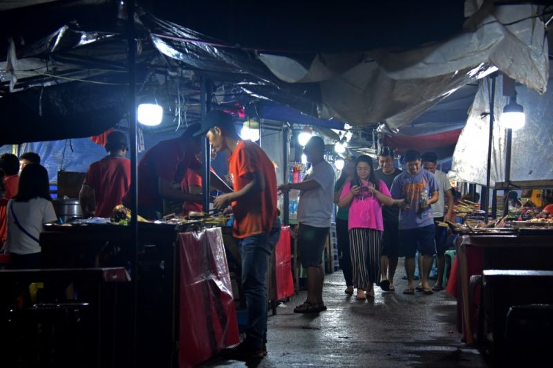 MAXIMUM SECURITY ZONE. To intensify the security at Roxas Night Market in Davao City, the security sector has proposed to declare it as a maximum security zone to further beef up the security measures around the area. (Macky Lim)