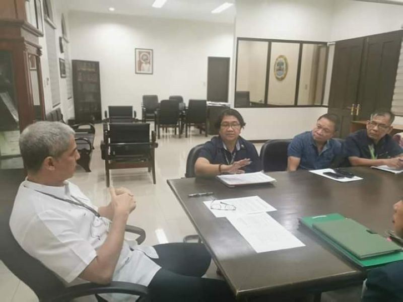 BACOLOD. Department of Agriculture-Western Visayas director Remelyn Recoter (second from left) in a meeting with Negros Occidental Governor Eugenio Jose Lacson (left) and personnel of the Office of the Provincial Agriculturist led by Provincial Agriculturist Japhet Masculino (second from right) at the Provincial Capitol in Bacolod City Wednesday, September 4, 2019. (Contributed Photo)