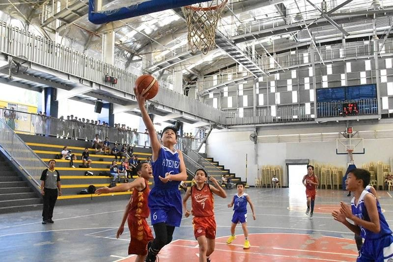 DAVAO. John Brendan Alpapara of Ateneo de Davao University shoots against two Philippine Women's College (PWC) Patriots defenders during the Dacs Meet 2019 elementary boys semifinals Thursday, September 5, 2019. (Photo by Jam Garcia)