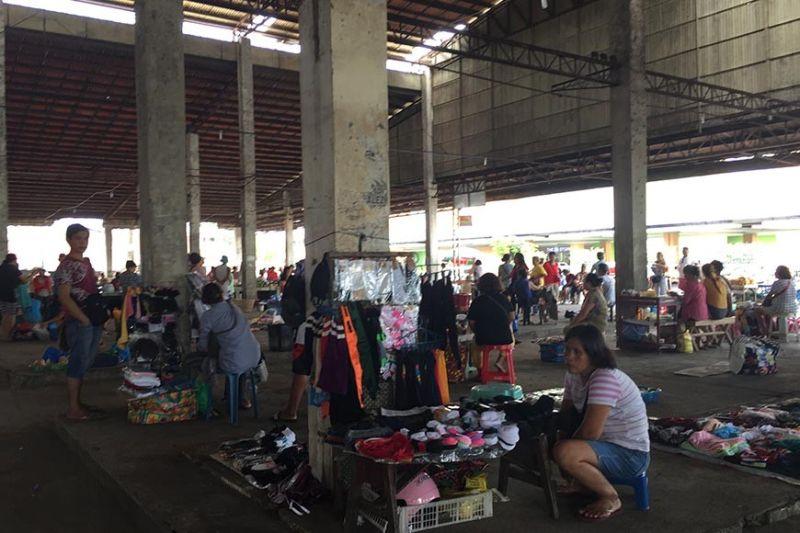 Situation of sidewalk vendors at the Bacolod Vendors Plaza. (Merlinda Pedrosa)