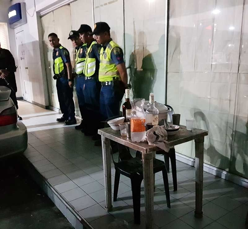 MANILA. Four policemen were ordered relieved after they were caught drinking on duty early morning of September 6, 2019. (Photo from NCRPO)
