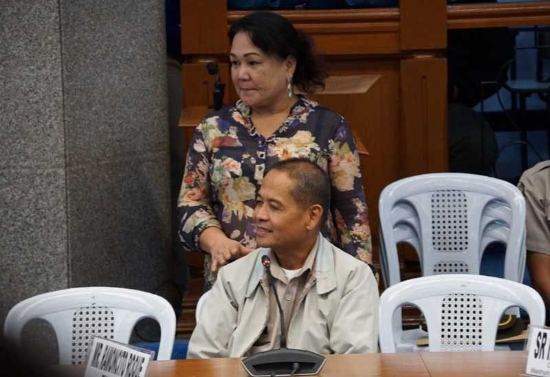 MANILA. Yolanda Camelon, wife of an inmate at the New Bilibid Prison, taps the shoulder of Ramoncito Roque, chief of the Bureau of Corrections Inmate's Document Processing Division, during the Senate hearing Thursday night, September 5, 2019. (Photo from Senator Richard Gordon's Twitter)