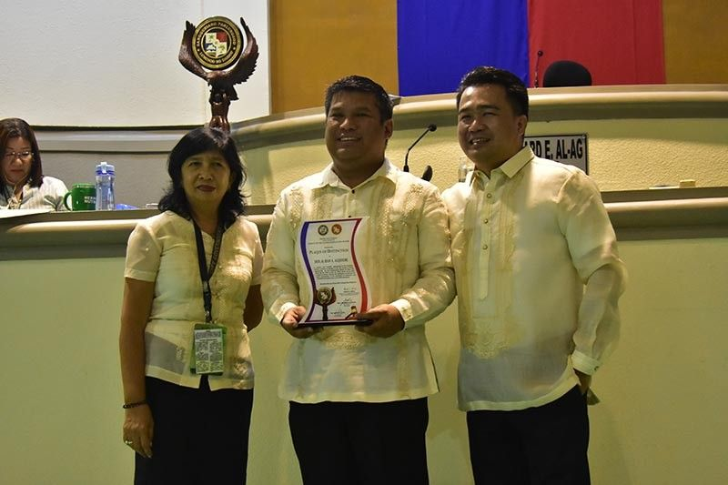 Former City Councilor Al Ryan Alejandre (center) awarded during the last regular session of the 19th City Council last June 25. (Macky Lim)