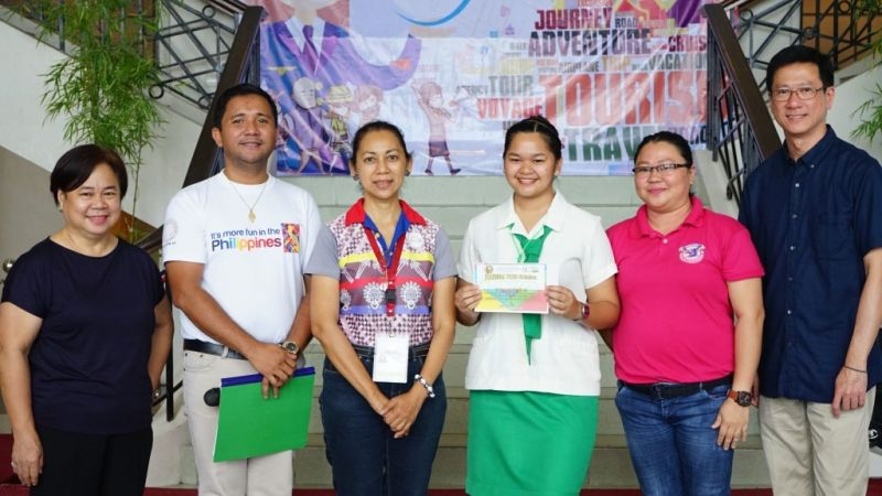 BACOLOD. Danna Pamela Awero (4th from left), champion in the Tour-Guiding Competition—senior high school level, with (from left) Acting City Tourism Officer Sandra Ruth Sycip, competition judges Raymond Alunan and Betsy Gazo, Awero's coach Vanessa Guanzon, and competition judge Jason Tan. (Bacolod City PIO)
