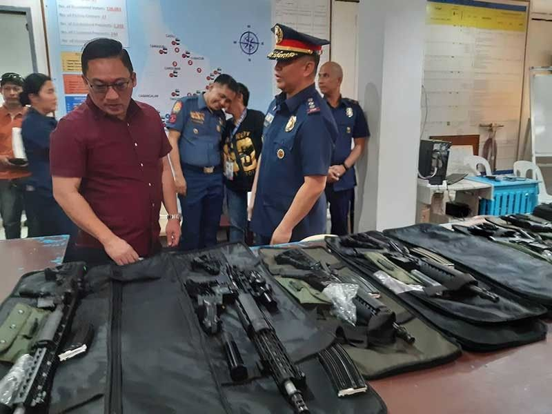 For peace and order. With these long firearms, Mandaue City Mayor Jonas Cortes hopes the peace and order situation in the city will improve. (SunStar Photo/Arvie Veloso)