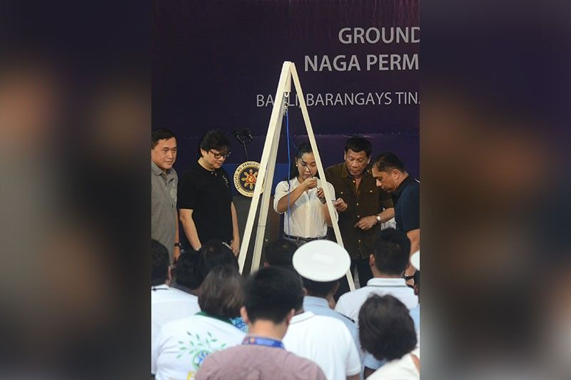 A YEAR AFTER THE NAGA LANDSLIDE: President Rodrigo Duterte (second from right) and City of Naga, Cebu Vice Mayor Kristine Chiong (center) lead the groundbreaking and laying of the time capsule of the Naga Permanent Housing Project on Friday, Sept. 6, 2019. With them are Mayor Valdemar Chiong (far right), Sen. Bong Go (far left) and Presidential Assistant for the Visayas Michael Dino. (SunStar Photo/Alan Tangcawan)