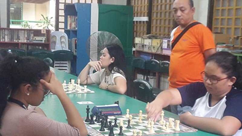CAGAYAN DE ORO. High School girls champion Lorebina Carrasco II of Corpus Christi School makes a move as arbiter Angelito Felisilda looks on. The Xavier University toddlers dominate the elementary side of the competition held on Friday at South Central School, Cagayan de Oro City. (Lynde Salgados)