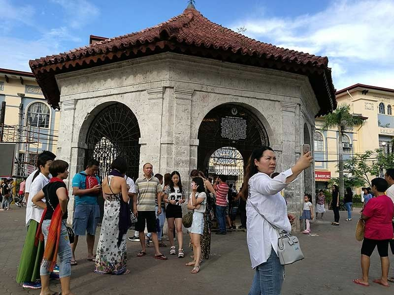 CRADLE OF CHRISTIANITY. Local and foreign tourists flock to the Magellan's Cross in Cebu City. The spot has become synonymous with Cebu as the cradle of Christianity of the only predominantly Roman Catholic country in Asia. (SunStar Photo/Arni Aclao)