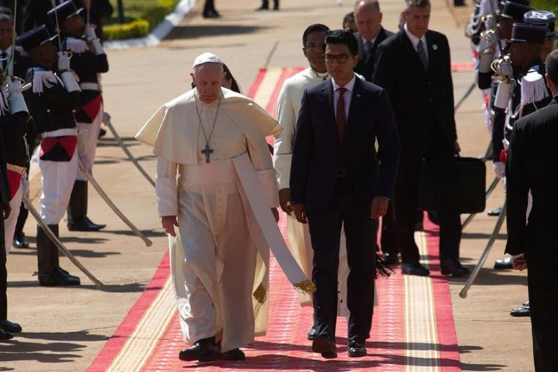 Pope Francis and Madagascan President Andry Rajoelina, right, arrive at the Ceremony Palace in Antananarivo, Madagascar, Saturday, September 7, 2019. Francis is in Madagascar for the second leg of his weeklong trip to Africa. (AP)
