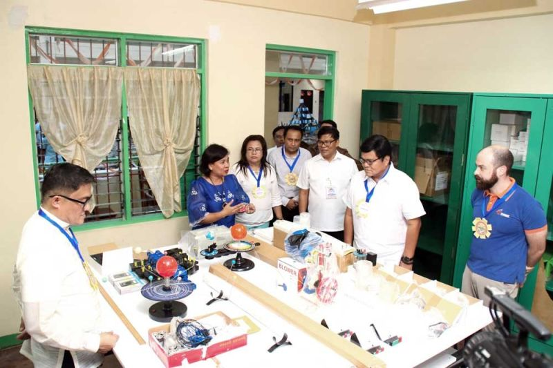 EMPOWERING THE YOUTH. Cebu City Mayor Edgardo Labella (second from right) and Mabolo National High School principal Rosemarie Novabos (second from left) thank Vivant Foundation, represented by its executive director Shem Garcia (right), for donating science laboratory tools and equipment to the school. Also present during the Aug. 19, 2019 turnover were Bianito Dagatan, Department of Education Cebu City Division superintendent, and lawyer Jess Garcia (fourth from right) of Vivant Corp.