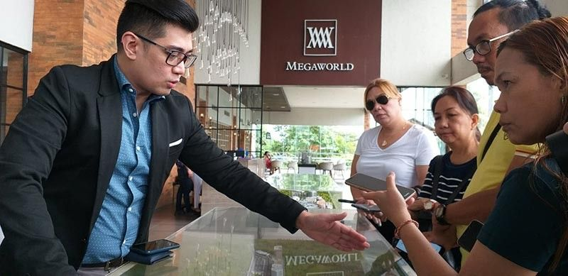 BACOLOD. Megaworld senior assistant vice president and head of public relations and media affairs Harold Brian Geronimo (left) talks on the status of development at Iloilo Business Park in Iloilo City. (Photo by EPN)