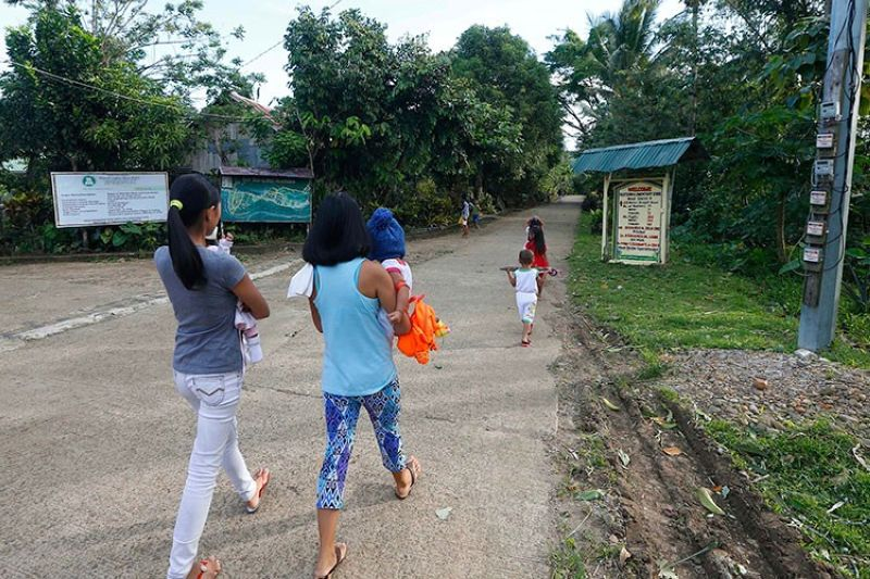BILIRAN. In this January 27, 2019, photo, residents walk to attend a Sunday Mass at the chapel built by American priest Father Pius Hendricks in the village of Talustusan on Biliran Island. (AP)