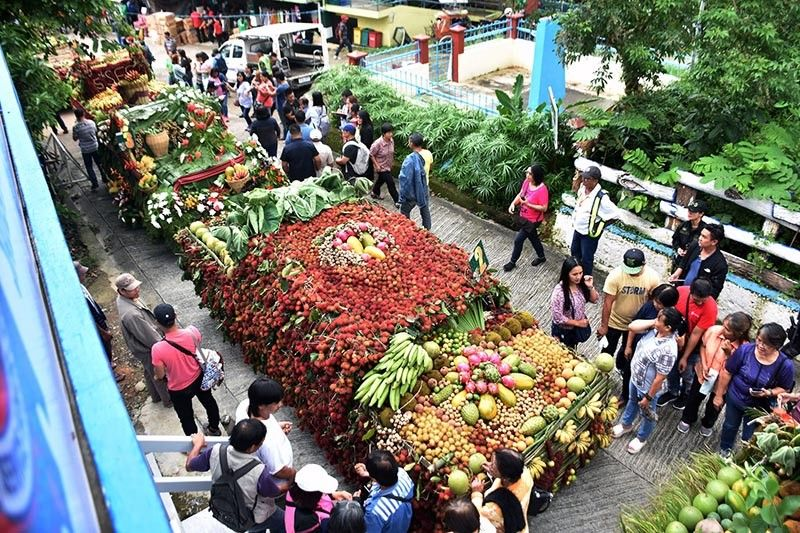 BENGUET. Eight floats representing each barangay adorned with fresh fruits paraded the Naguillan Road towards the Sablan municipal hall to kick off the 5th Sablan Fruit Festival in Sablan, Benguet on Monday, September 9, 2019. (Photo by Redjie Melvic Cawis)
