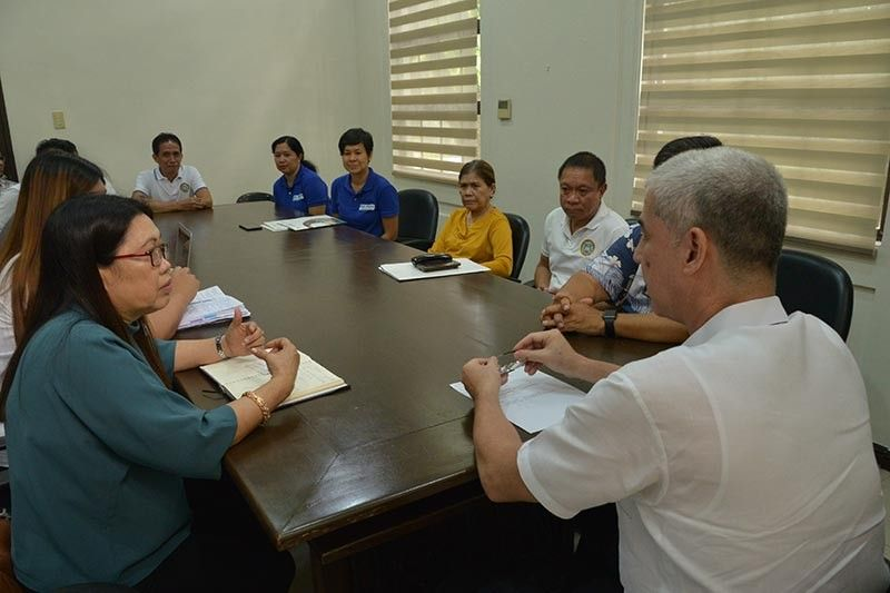 BFAR-Western Visayas officials led by Regional Director Remia Aparri (left) with representatives of various groups presents the ongoing right fishing measure to Governor Eugenio Jose Lacson (center) at the Provincial Capitol in Bacolod City yesterday. (Photo courtesy of Richard Malihan)