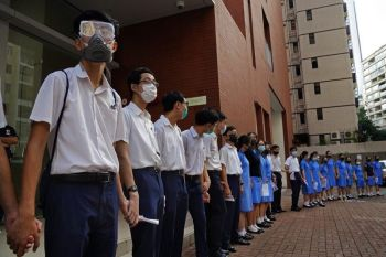 HONG KONG. Students form human chain outside St. Paul's Co-Educational College in Hong Kong, Monday, September 9, 2019. Students and alumni of the school protest to pressure the government to meet four demands following a formal withdrawal of the controversial extradition bill. (AP)