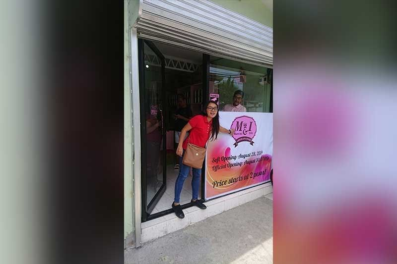 Ang M&1 Chocolate Store nahimutang sa P. Gomez St., Brgy. Centro, Mandaue City, duol sa public library.