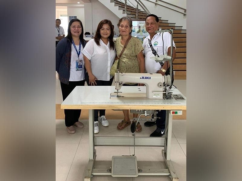 PAMPANGA. Mayor Esmeralda Pineda, Liga ng mga Barangay president Rolan Sibug, Peso Manager Raquel Lugtu and some barangay chairmen lead the awarding of sewing machines to three indigent beneficiaries. (Contributed photo)