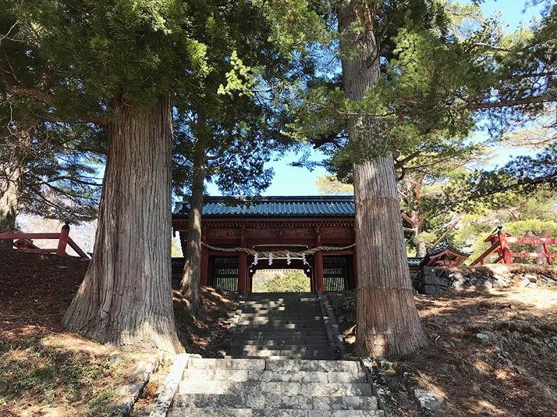 A few steps up the mountain to reach the shrine entrance. (Photo by Jinggoy I. Salvador)