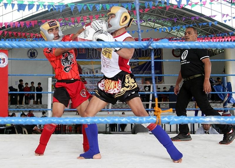 BAGUIO. Amateur kickboxers duke it out at the Baguio Central School during the first Baguio Olympics combative tournament recently. (Photo by Jean Nicole Cortes)