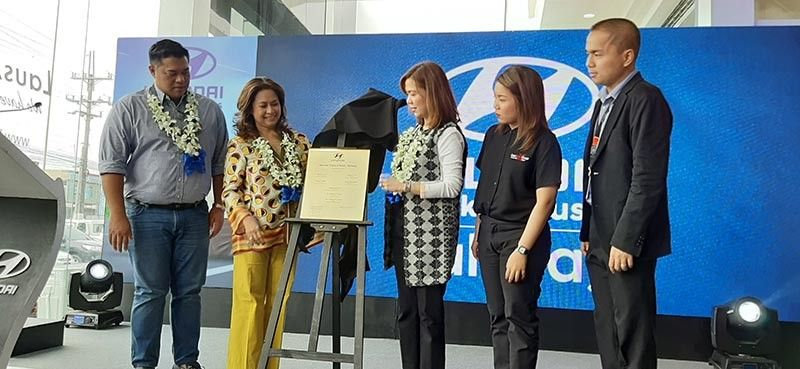BULACAN. Hyundai Trucks and Buses Baliwag Principal Dealer and Laus Group of Companies (LGC) Chairman Lisset Laus-Velasco and Hyundai Asia Resource Inc. President and Chief Executive Officer Ma. Fe Perez-Agudo led the unveiling of the showroom marker during the grand opening of the dealership Tuesday, September 10, 2019. With them were LGC executive directors Diorella Laus and Levy Adrian Laus, and Baliwag Mayor Ferdinand Estrella. (Princess Clea Arcellaz)