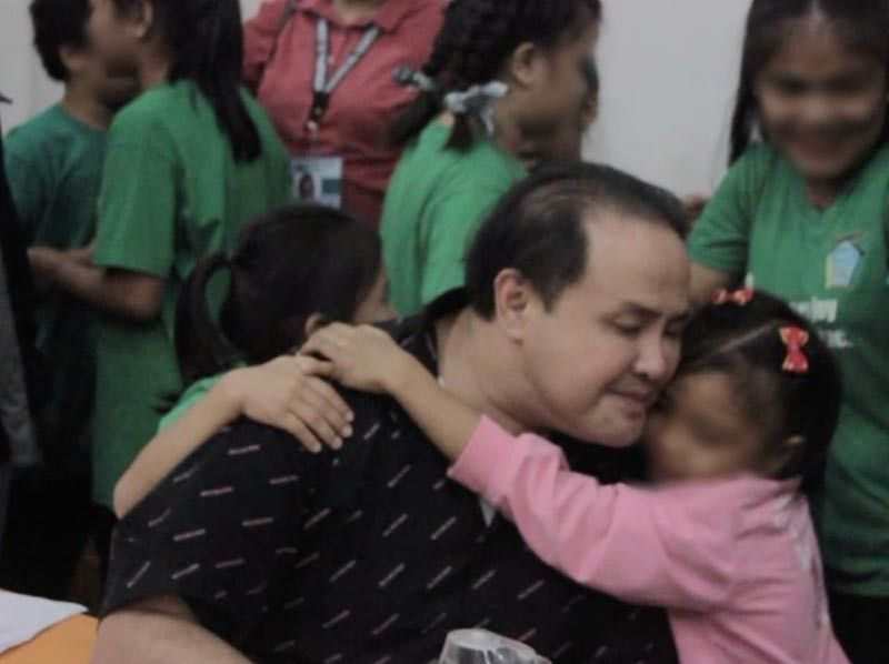 PAMPANGA. Orphans from Children's Joy Foundation thank and hug Governor Dennis Pineda for the cash assistance given to them on Monday, September 9, 2019. (Contributed photo)