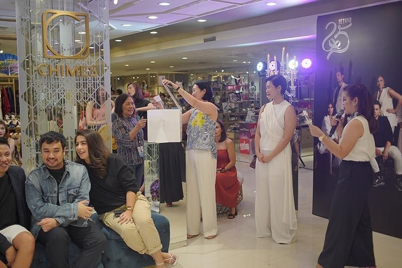 DAVAO. Lucky winner. Cindy Yap, chief executive officer of Chimes Boutiques and the senior vice president of Felcris Group of Companies, draws the lucky shopper to win the first of three trips up for grabs. Two other destinations are still waiting to be won. (Contributed photo)