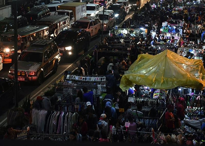 BAGUIO. The Baguio City Council is mulling to install uniformed tents at the night market along Harrison Road to give a semblance of order and to increase the area where buyers can move around comfortably. (SSB file photo)