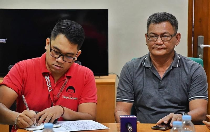 "BACOLOD. Community Anti–Drug Coalition of Bacolod (Cadcob) chairman Rey Jereos Sr. (right) and Cadcob coordinator Richard Nessia hold a press conference to talk about the ""Lakad Iwas Droga"" set Sunday, September 15, 2019. (Photo by Bacolod City PIO)"