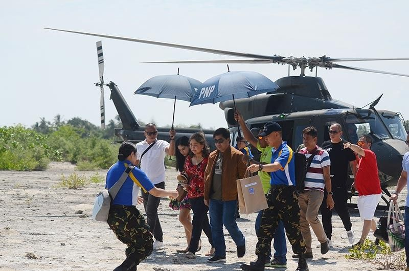 "OFF TO THE ISLAND.In this photo taken on Sunday,  Sept. 8, 2019, Lapu-Lapu City Mayor Junard ""Ahong"" Chan arrives in Olango Island with his family to celebrate his birthday  with his constituents. (SunStar Photo / Alan Tangcawan)"