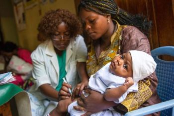 DEMOCRATIC REPUBLIC OF CONGO. In this April 29, 2015 photo provided by the Lasker Foundation, Nurse Madelein Semo vaccinates a young baby at the Ngbaka health centre in Kinshasa, Democratic Republic of the Congo as part of a project by Gavi, the Vaccine Alliance. The Lasker Foundation's 2019 public service award goes to Gavi, an international public-private partnership that works to expand global vaccine coverage for children. Since it was launched in 2000, the group has helped vaccinate more than 760 million children, the foundation said. (AP)
