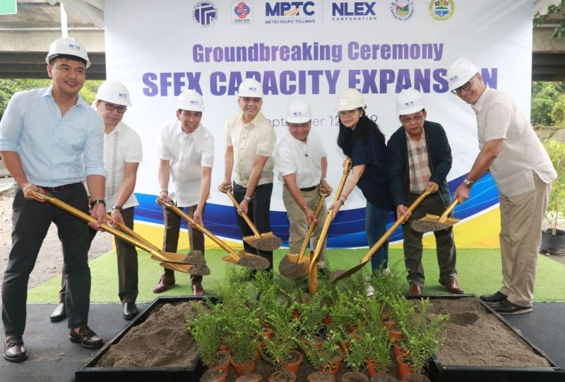 PAMPANGA. BCDA Vice President Jake Bingcang led the groundbreaking ceremony of the P 1.6 billion worth 8.2-kilometer Subic Freeport Expressway on Thursday, September 12, 2019. Joining him are Zambales Board Member Reinhard Jeresano, NLEX Corporation COO Raul Ignacio, Hermosa Bataan Mayor Jopet Inton, NLEX Corporation President Luigi Bautista, NLEX Corp. VP for Tollway Development and Engineering Nemesio Castillo, SBMA Chairman Amy Eisma and NLEX Corp. SVP for Communication and Stakeholder Management Romulo Quimbo Jr. (Chris Navarro)
