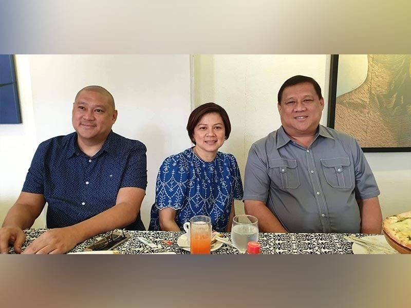 BACOLOD. (Left to right) Ricky Yanson, Celina Yanson-Lopez, and Roy Yanson in a press conference Tuesday, August 27. (Teresa D. Ellera)