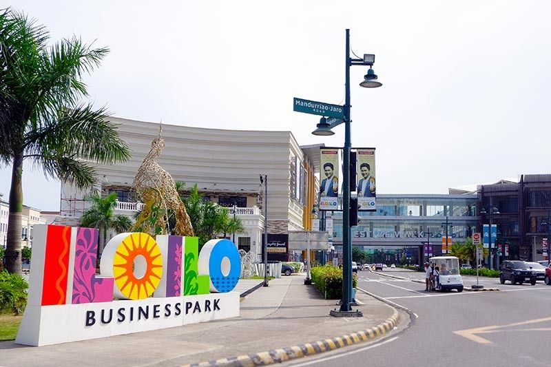 ILOILO. Iloilo Business Park's busiest intersection, The Mandurriao-Jaro Road and Megaworld Ave (the old runway of Mandurriao Airport).