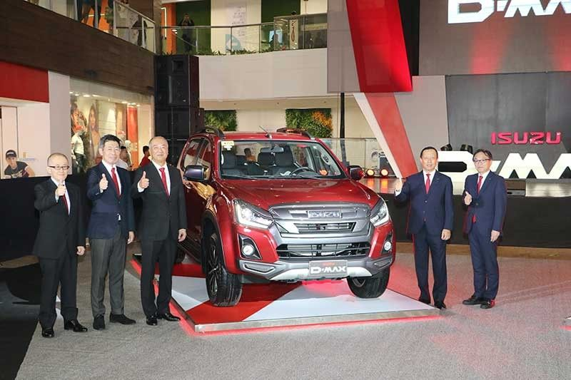 THE LAUNCH OF THE MODERN ITERATION OF THE D-MAX PICK-UP, THE LS-A.  From left, Kenichi Asahara, vice president of Isuzu Motors International Operations Thailand; Daisuke Takagi, general manager of Mitsubishi Corp.; Shojiro Sakoda, executive vice president of Isuzu Philippines; Hajime Koso, president of Isuzu Philippines Corp.; and Hirokazu Okubo, sales executive officer of Isuzu Motors Limited Japan. (Contributed Photo)