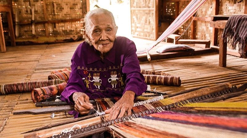 DAVAO. Apo Rita Agon, 90, weaving the fibers of hope of the Bagobo Klata tribe. (Photo by Ace June Rell S. Perez)