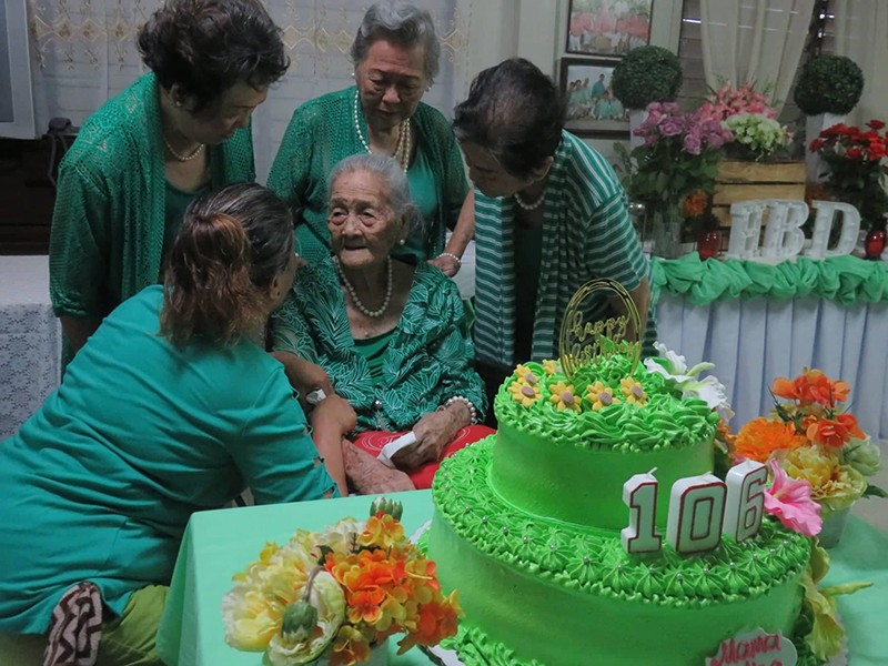 REUNION. Amada Alivio-Castañeda celebrated her 106th birthday on Friday, Sept. 13, 2019, surrounded by her daughters, some of whom came all the way from abroad.(SunStar Photo/Alan Tangcawan)