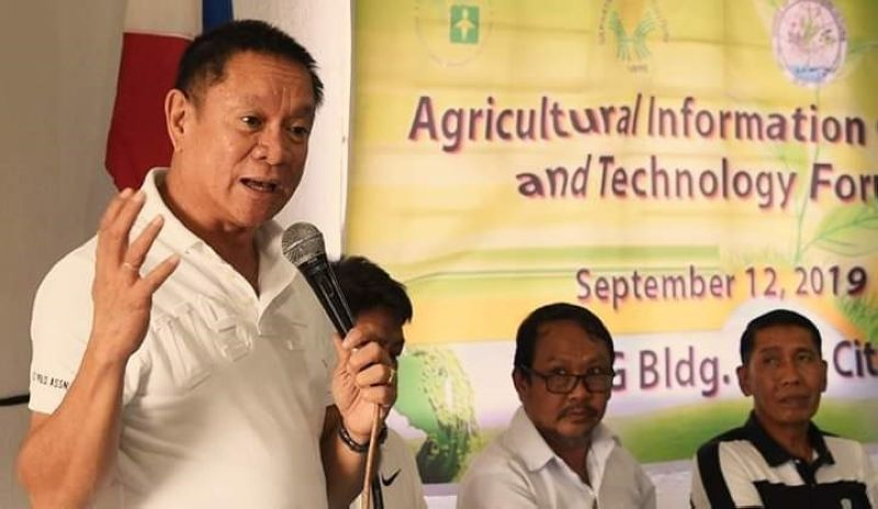 Provincial Agriculturist Japhet Masculino speaks at the agricultural information caravan and technology forum in Silay City recently. (Contributed photo)